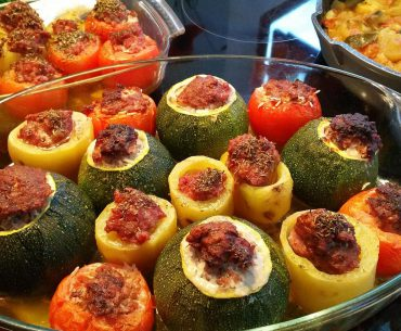 Das Bild zeigt gefüllte Zucchini - LeckerBuntes Deutschland
