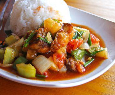 gemüse und Reis mit süss-saurer Sauce